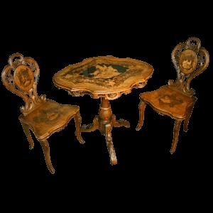Ensemble de Brienz, deux escabelles et une table