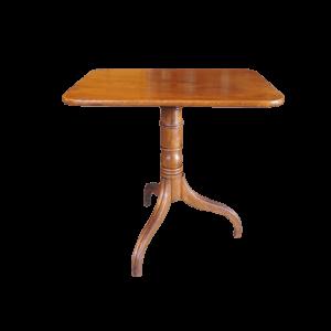 Petite table rabattable.